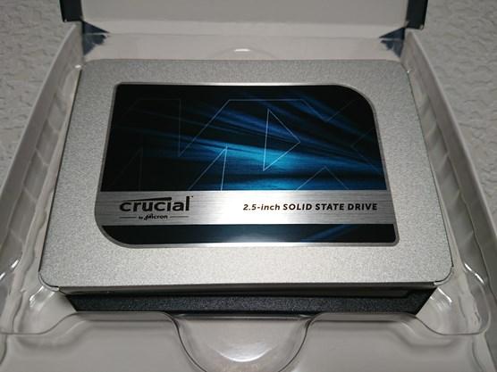 Crucial SSD MX500 500GBのベンチマークとファームアップ