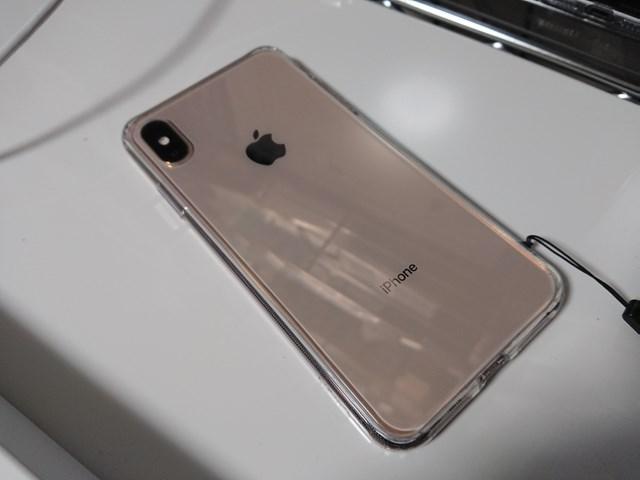 iPhoneXs MAX ESR製背面ガラス TPUバンパー