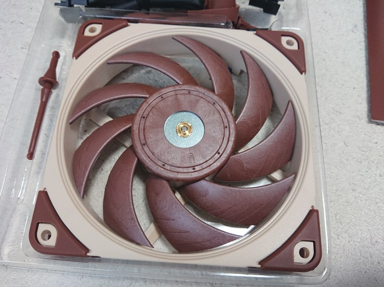 noctua ケースファン NF-A12x25 PWM / NF-A14 PWM
